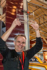 Eric Goadoué fière de sa victoire lors de l'exposition d'Ontraxs à Utrecht en 2016 au Pays-Bas.